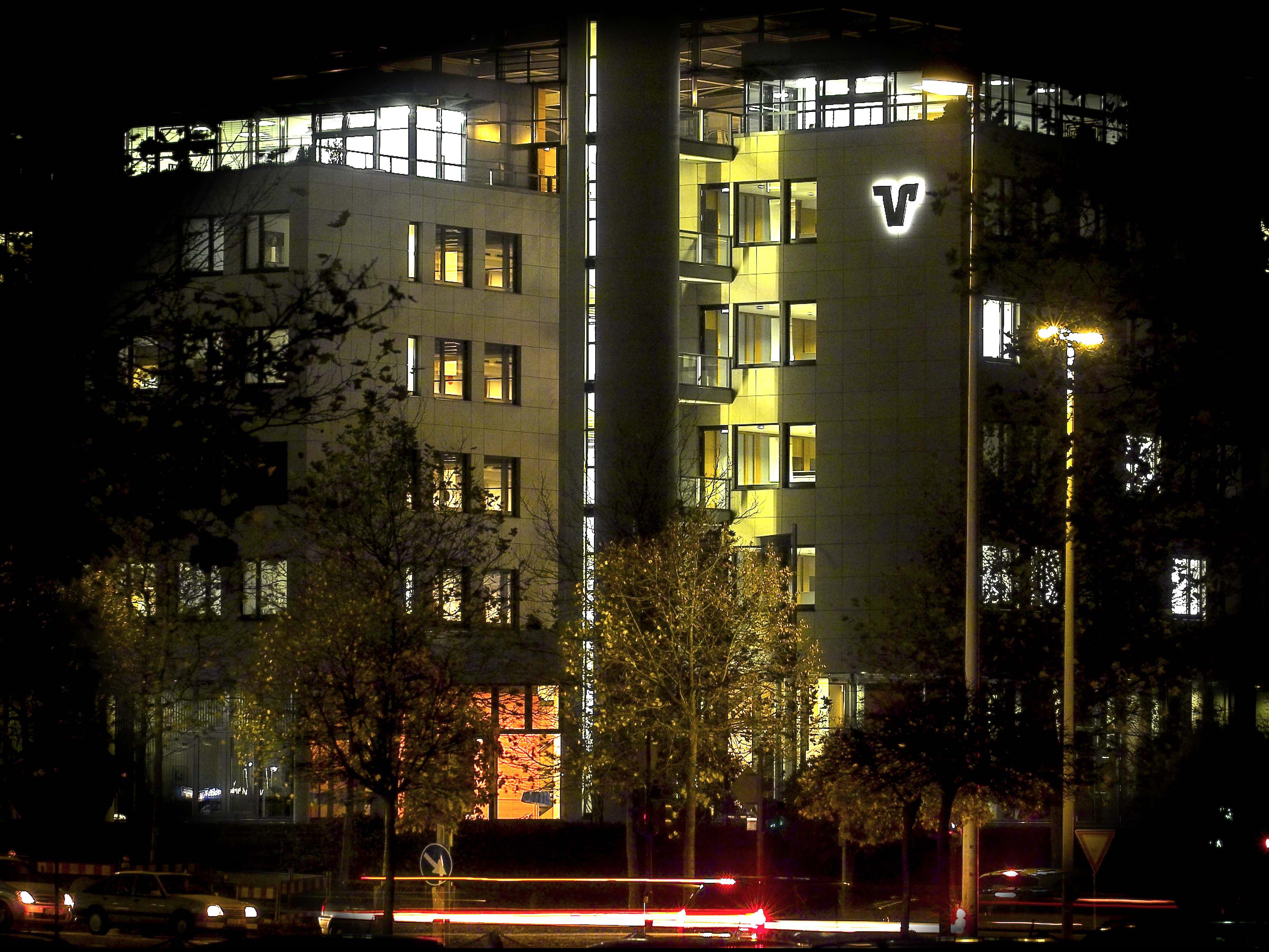 Volksbank-Haus in der Rheinaue - bei Nacht